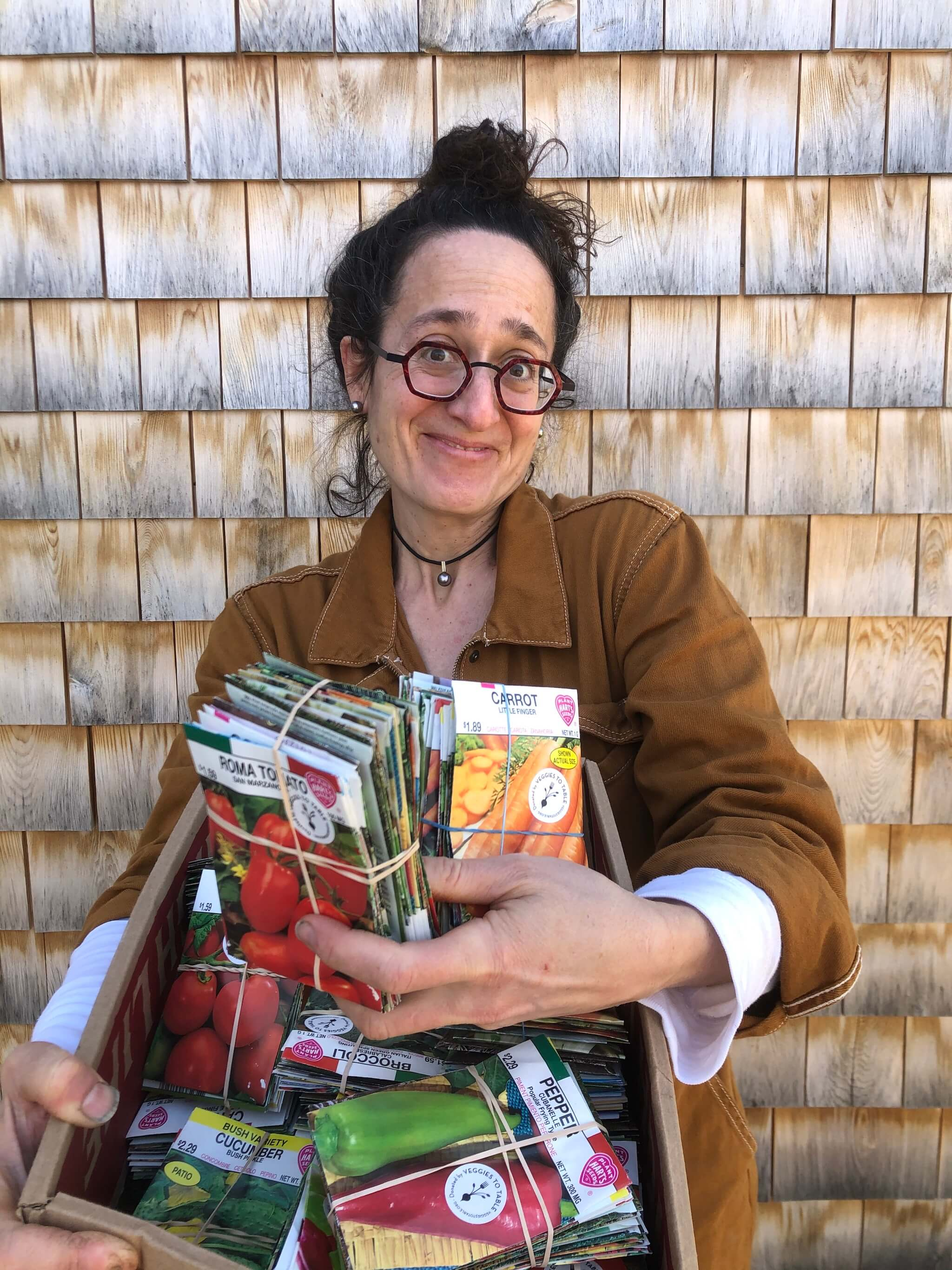 Veggies to Table donates 1100 packets of seeds to local food pantries